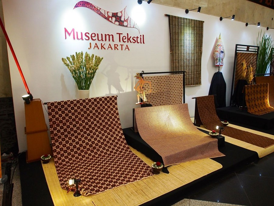 Museum Tekstil was represented by a sampling of the exquisite batik from their permanent collection.