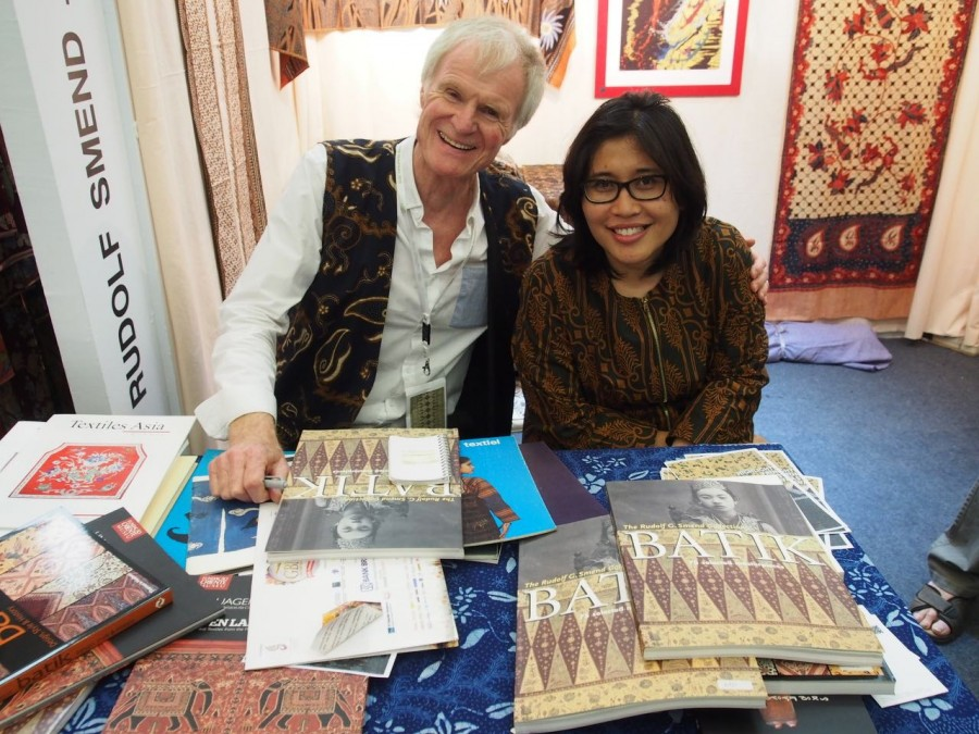 Rudolf Smend signing one of his books about batik